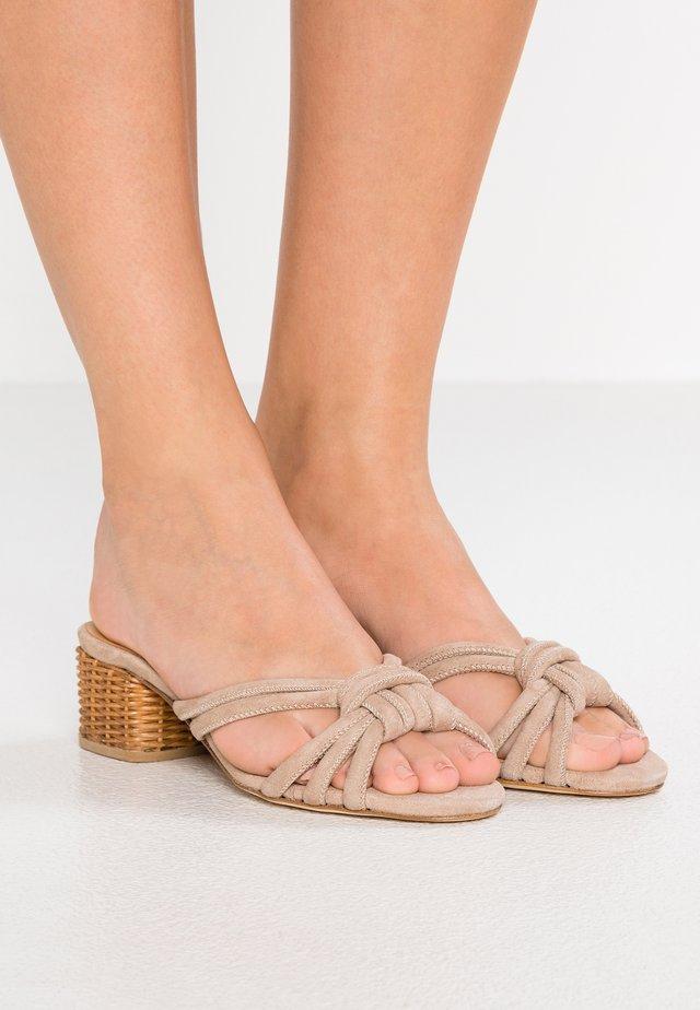 ELLA - Pantofle na podpatku - taupe
