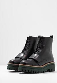 Paloma Barceló - ANETTE - Platform ankle boots - black/green - 4