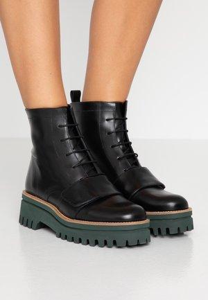 ANETTE - Platform ankle boots - black/green