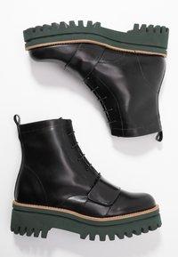Paloma Barceló - ANETTE - Platform ankle boots - black/green - 3