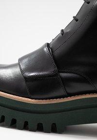 Paloma Barceló - ANETTE - Platform ankle boots - black/green - 2