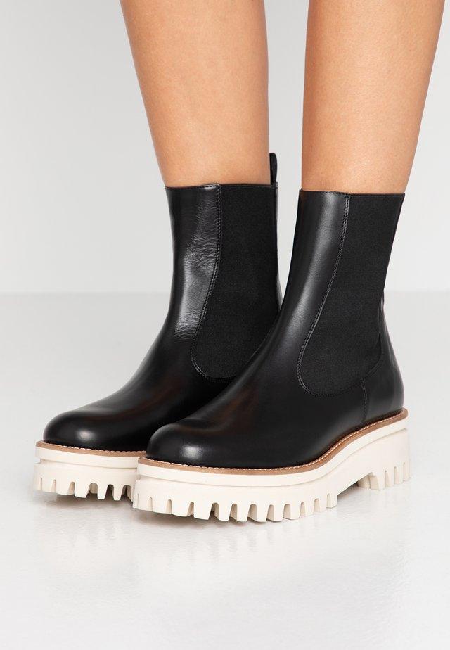 ATHENEA - Kotníkové boty na platformě - black