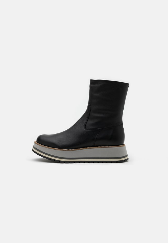 TAVIRA - Platåstøvletter - black