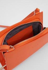 PB 0110 - Taška spříčným popruhem - orange - 5