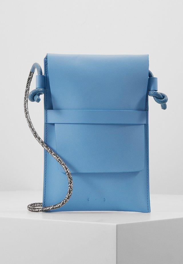 Taška spříčným popruhem - baby blue