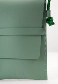 PB 0110 - Taška spříčným popruhem - jade - 5