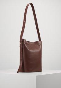 PB 0110 - Handbag - wine - 3