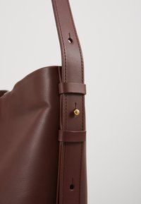 PB 0110 - Handbag - wine - 2