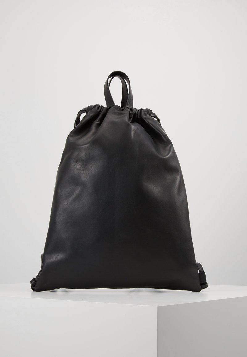 PB 0110 - Reppu - black
