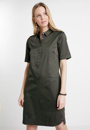 WILLMARI - Vestido camisero - oliv green
