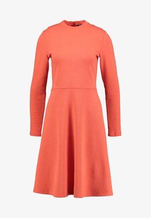 WONITA - Sukienka z dżerseju - fresh coral