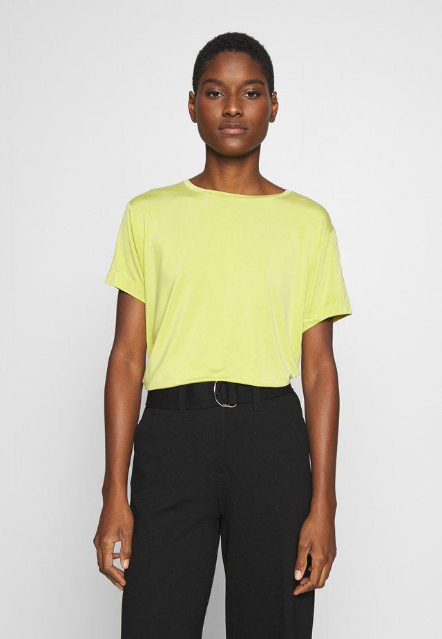 SUPRO - Basic T-shirt - green leaf