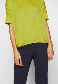 Opus - SULKI - T-shirts med print - green leaf - 5