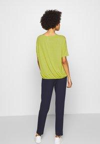 Opus - SULKI - T-shirts med print - green leaf - 2