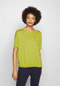 Opus - SULKI - T-shirts med print - green leaf - 0