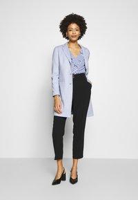 Opus - HALINI SPECIAL - Krátký kabát - morning blue - 1