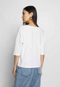 Opus - SARO - Print T-shirt - milk - 2