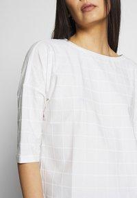 Opus - SARO - Print T-shirt - milk - 4
