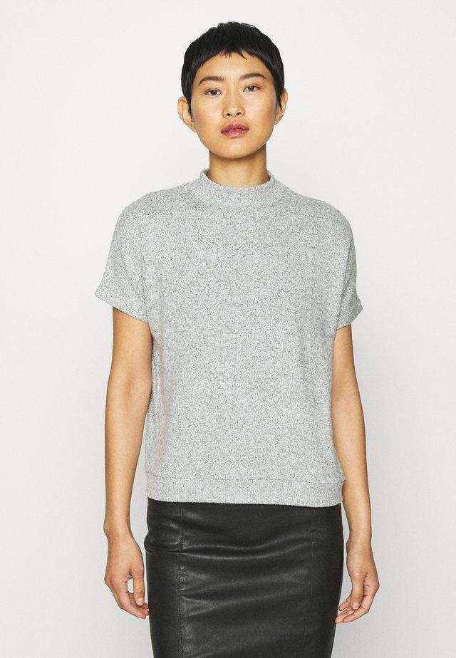 GOSTA - Jednoduché triko - iron grey melange