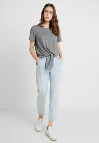 Opus - LETTY - Džíny Relaxed Fit - light blue washed - 1