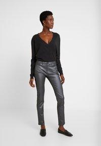 Opus - EMILY - Jeans slim fit - hazy fog melange - 1