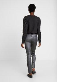 Opus - EMILY - Jeans slim fit - hazy fog melange - 2