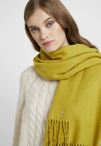 Opus - ANELL SCARF - Sjaal - fresh pea - 0
