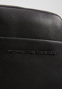 Porsche Design - CERVO 2.1 SHOULDERBAG - Skuldertasker - black - 2