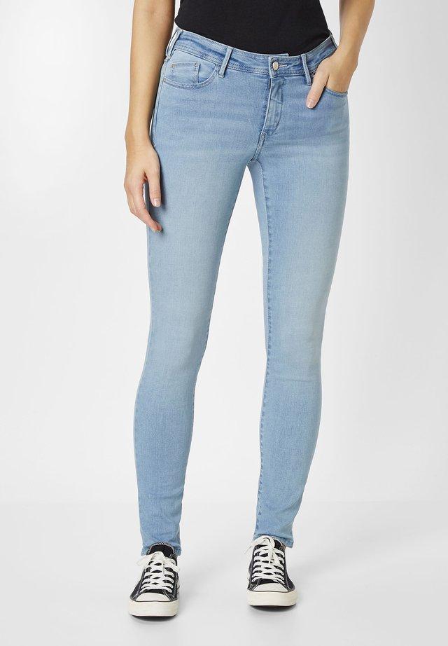 MIT SHAPE DENIM - Jeans Skinny Fit - light blue stone washed