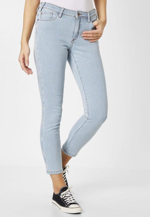 MIT MODISCHEN STREIFEN - Jeans Skinny Fit - light blue