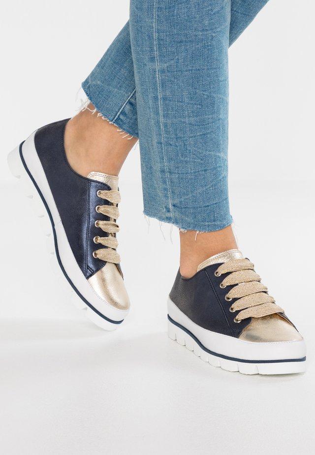 Sneakers - blau/gold