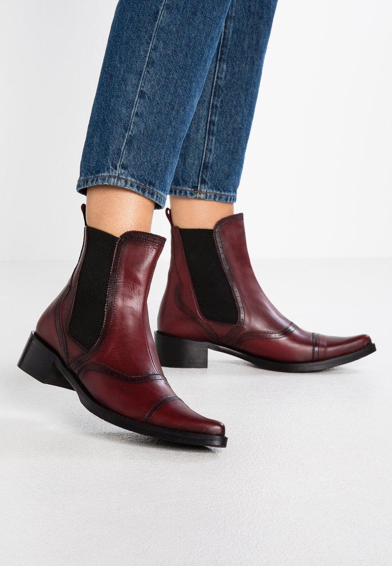 Pinto Di Blu - Cowboy/biker ankle boot - rouge