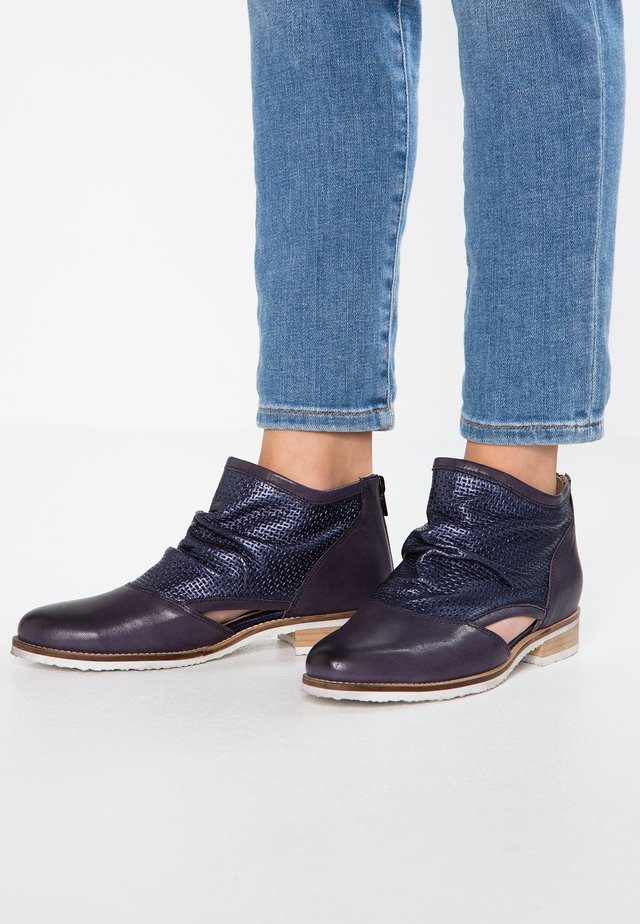 Ankle boots - lotus/tury