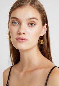 P D Paola - ENYA EARRINGS - Orecchini - gold-coloured - 1