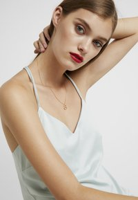 P D Paola - LETTER NECKLACE - Halsband - gold-coloured - 1