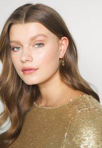 P D Paola - E EARRING - Pendientes - gold-coloured - 1