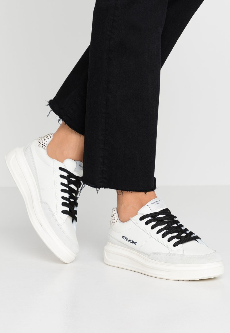 Pepe Jeans - ABBEY BASS - Sneaker low - white