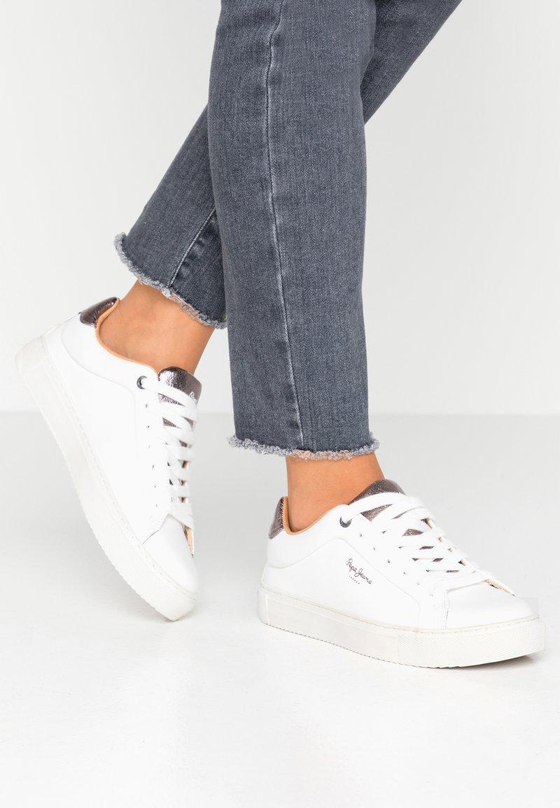 Adams Pepe Basses White Jeans PremiumBaskets WHIeYE29D