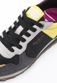 Pepe Jeans - Trainers - black - 6