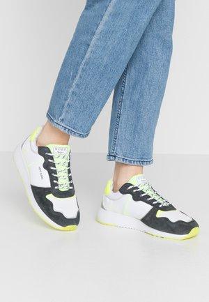 KOKO TECH - Sneakersy niskie - neon yellow