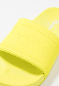 Pepe Jeans - Pool slides - neon yellow - 2