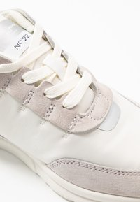 Pepe Jeans - No.22 SUSTAINABLE SNEAKER - Zapatillas - optic white - 2