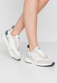 Pepe Jeans - No.22 SUSTAINABLE SNEAKER - Zapatillas - optic white - 0