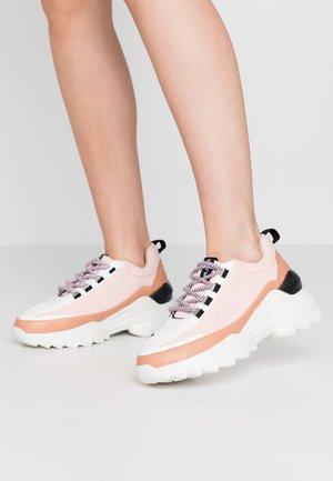 ECCLES FAST - Sneakers basse - light peach