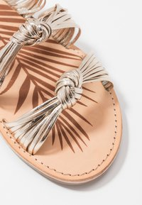 Pepe Jeans - MARCH METS - Pantofle - champagne - 2