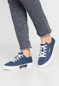 Pepe Jeans - KENTON BASIC WOMAN - Sneakersy niskie - indigo - 0
