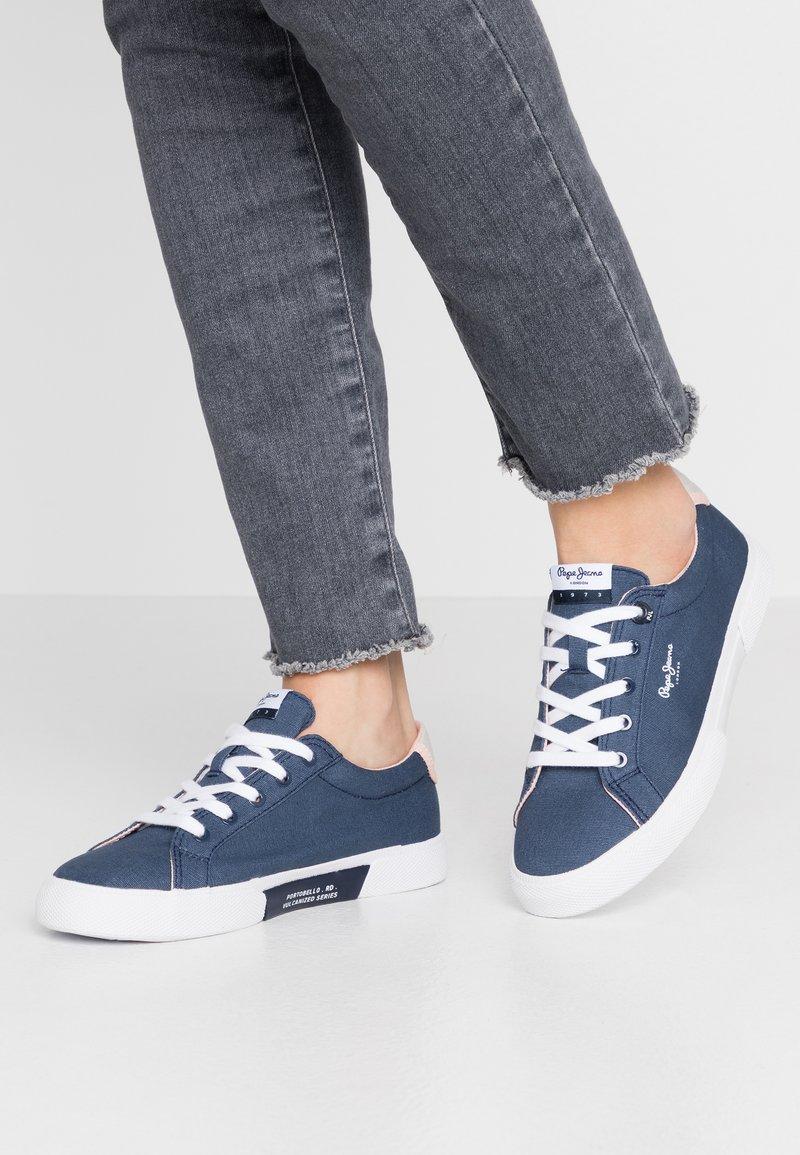 Pepe Jeans - KENTON BASIC WOMAN - Sneakersy niskie - indigo