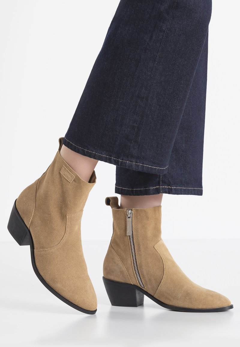 Pepe Jeans - LOLA BASS - Classic ankle boots - tabaco