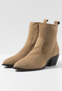 Pepe Jeans - LOLA BASS - Classic ankle boots - tabaco - 3