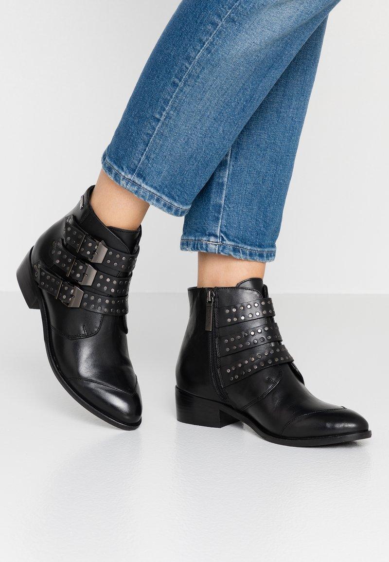 Pepe Jeans - CHISWICK LESSY - Korte laarzen - black